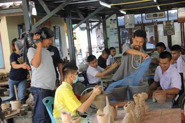ในวันที่ 9 กรกฎาคม 2558 คณะจากทีมงานโทรทัศน์ ไทยพีบีเอส thai pbs เข้ามาถ่ายทำการเรียนการสอนใกับศิลปะในการพัฒนานักเรียน