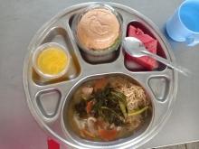 ขอขอบคุณ คุณหนิ่งและครอบครัวที่มาเลี้ยงอาหารกลางวัน และ ของหวานให้กับนักเรียนโรงเรียนศรีสังวาลย์ขอนแก่น