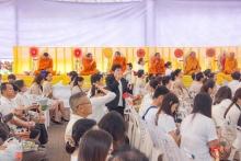 คณะ ผู้บริหาร ครู บุคลากรโรงเรียนศรีสังวาลย์ขอนแก่นได้ร่วม พิธี ทำบุญตักบาตร เนื่องในวันเฉลิมพระชนพรรษา พระบาทสมเด็จพระเจ้าอยู่ห